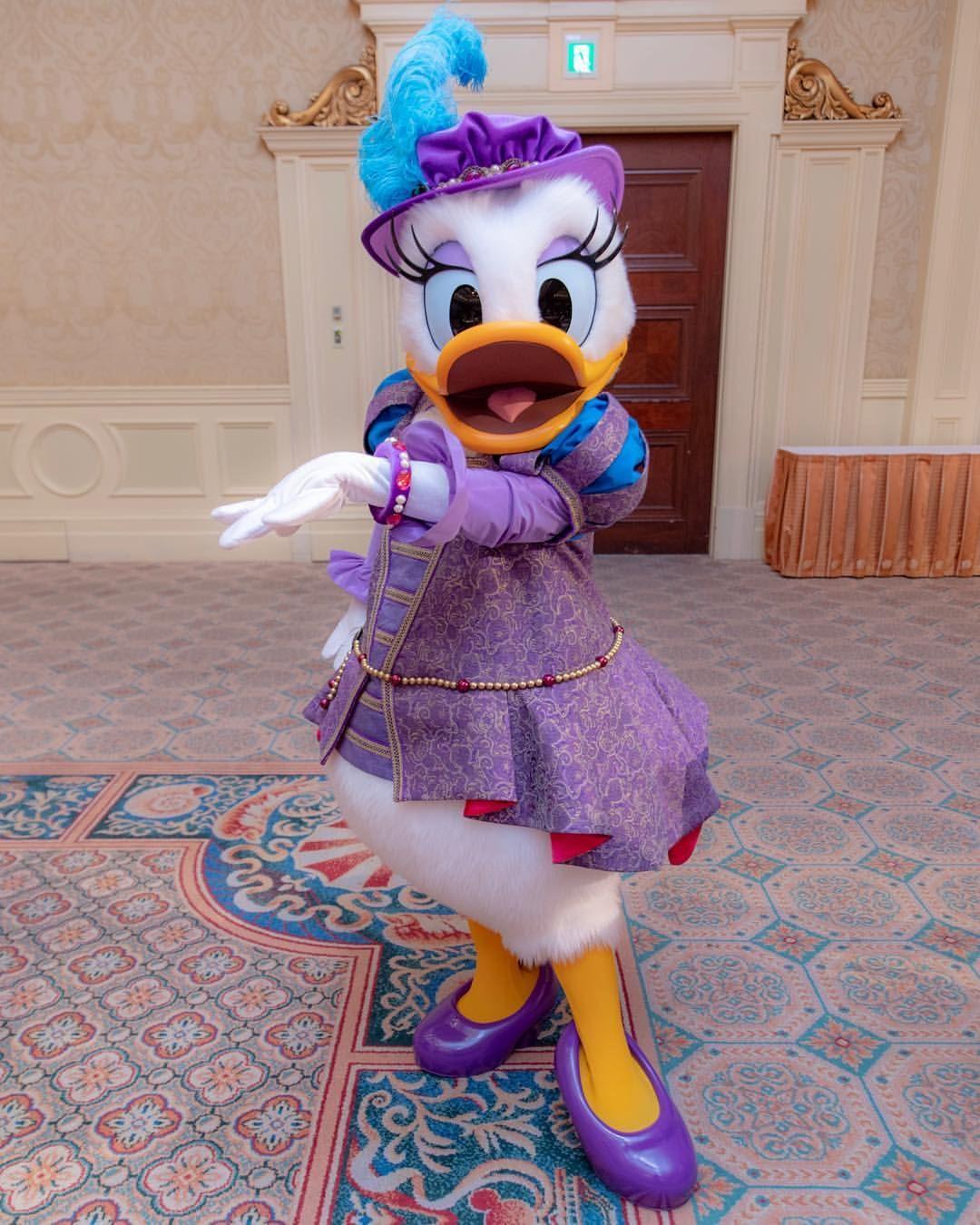 ゆーじんさんはinstagramを利用しています ミラコデイジー 衣装とポージングが華麗 ブレスレットも素敵でしょ って見せてくれたぁ Tokyodisneyresort Tokyodisneyse Disney Theme Parks Disney Parks Disney Pictures