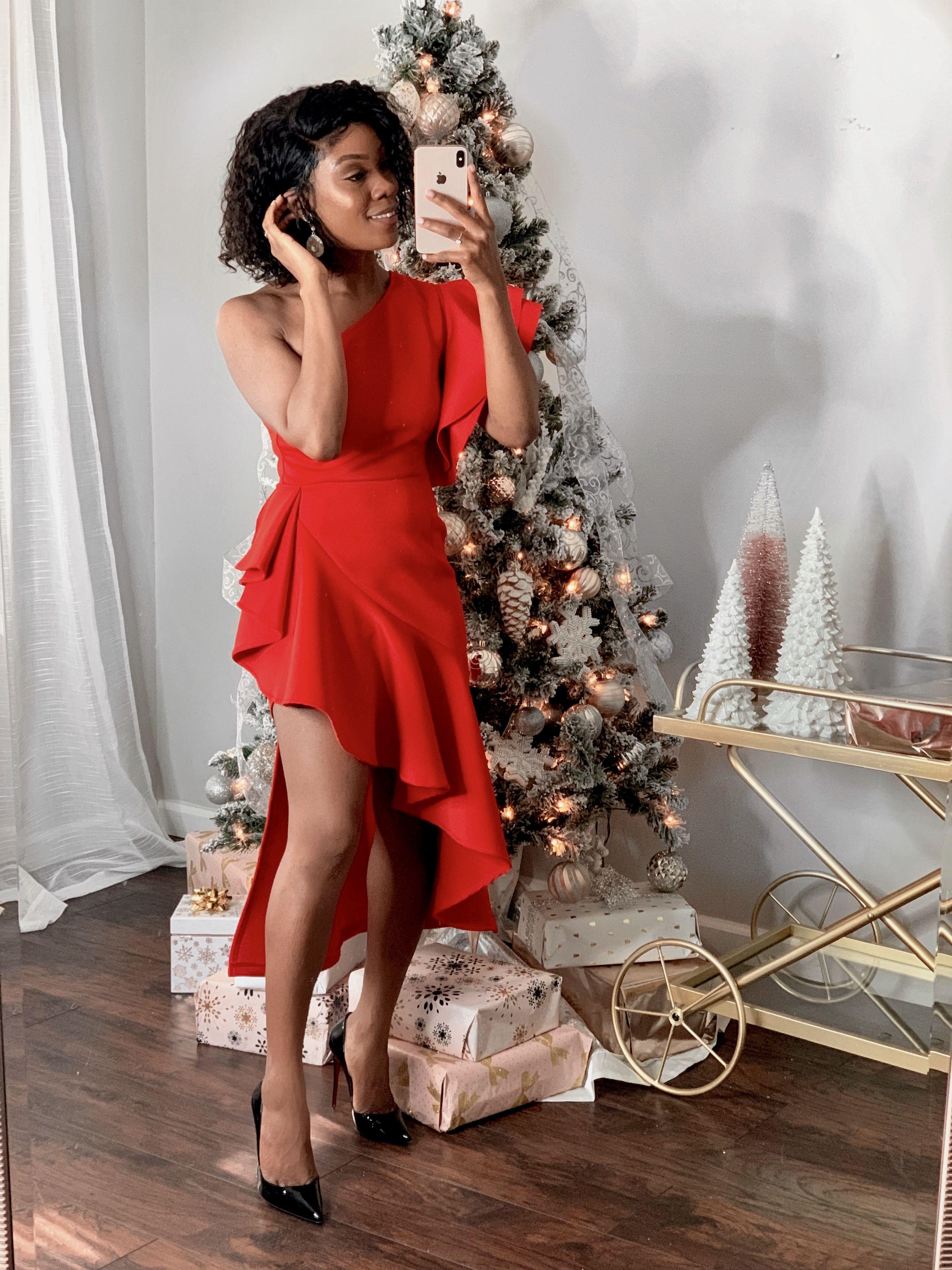 Frauen rotes Kleid  Weihnachtsfeier-Outfit #frauen #kleid #outfit