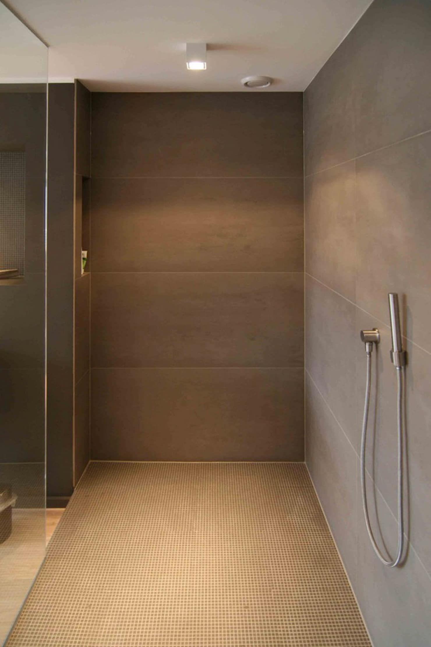 Photo of Großformatige fliesen moderne badezimmer von axel fröhlich gmbh modern | homify