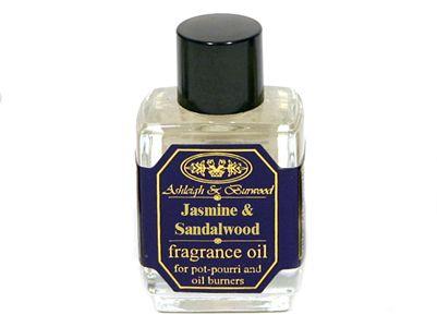 Αφεθείτε στις αισθήσεις σας με το όμορφο άρωμα του γιασεμιού και σανδαλόξυλου της Ashleigh & Burwood. Αυτό το αρωματικό λαδάκι συνδυάζει την φωτεινή ζεστασιά του σανδαλόξυλου με την μακροχρόνια ομορφιά του γιασεμιού για ευτυχισμένες χαλαρωτικές στιγμές.