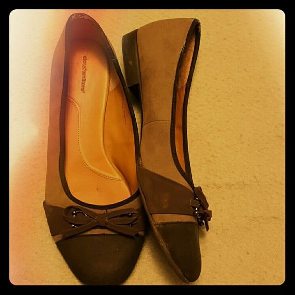 Grey and purple flats These are WIDE WIDTH. Super comfortable flats Avenue Shoes Flats & Loafers