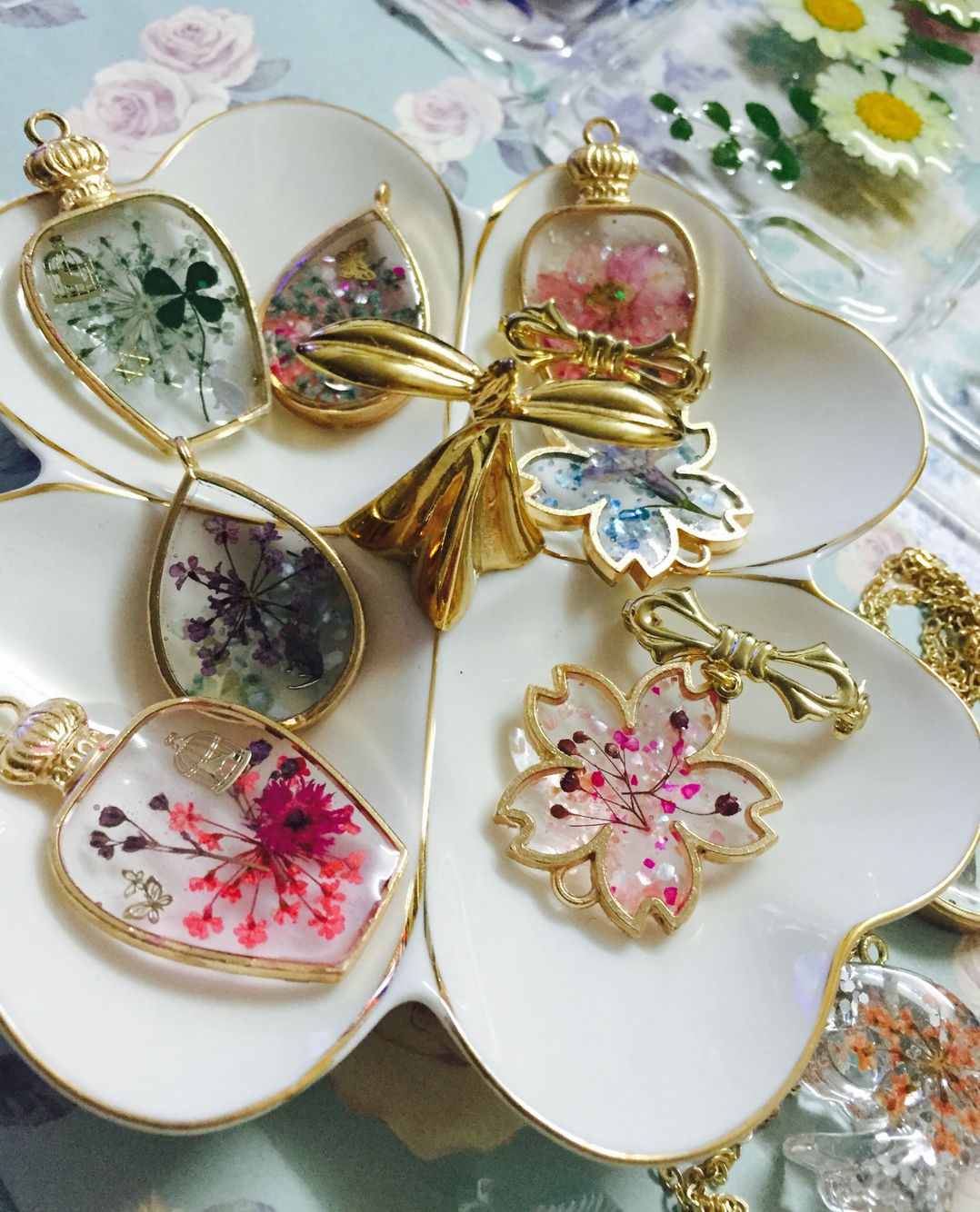 The cherry blossom shape Handmade brooch   true flowers