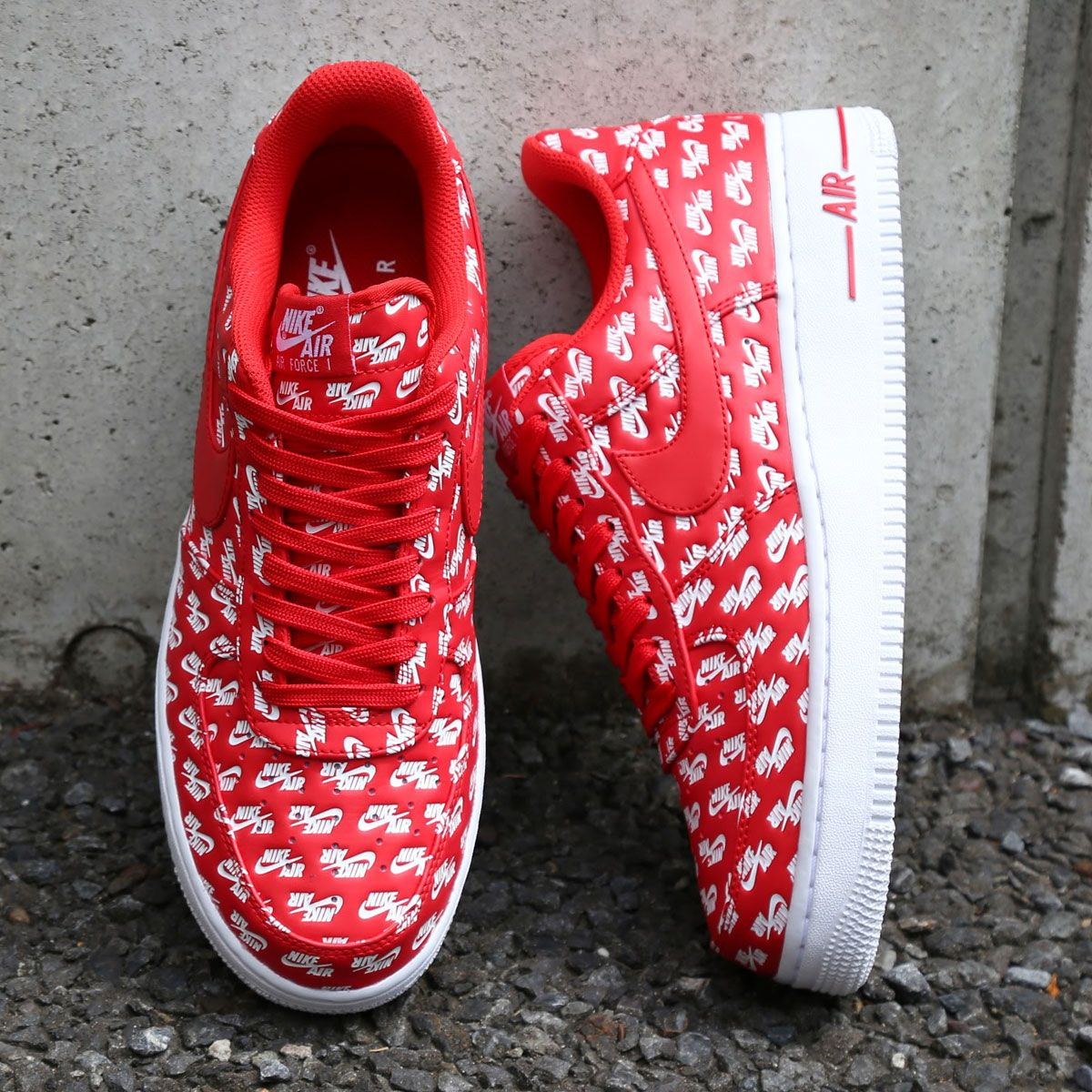 NIKE AIR FORCE 1 07 QS ALL OVER LOGO UNIVERSITY RED AH8462