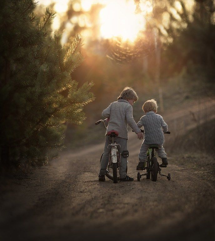This famous mom photographer shares her secrets. Last year, Elena Shumilova took photos of her sons as they played in the Russian countryside. She uploaded the photos online, then they started gett…