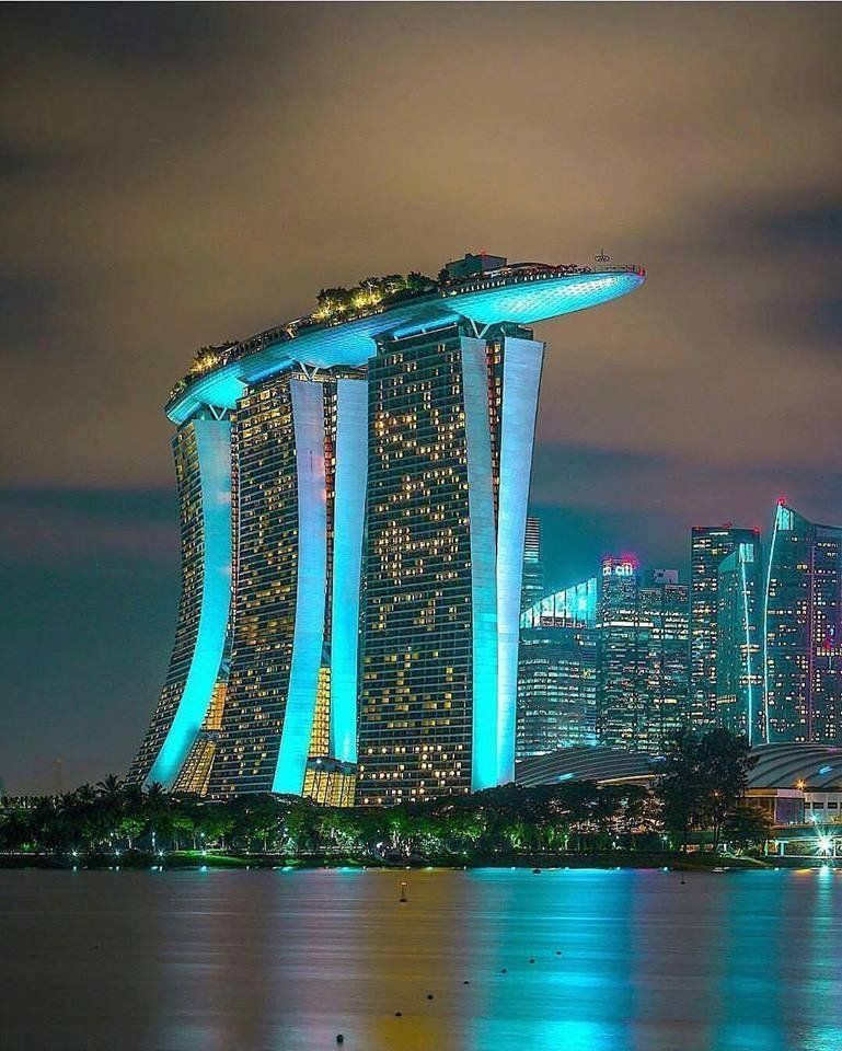 Futuristische Architektur Dreamies.de | Futuristische Architektur, Marina Bay Sands ...