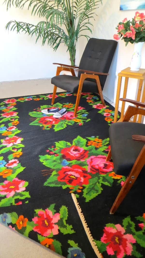 black kilim rug red roses rose rugs turkish kilim rugs floral rugs area rugs boucherouite carpet. Black Bedroom Furniture Sets. Home Design Ideas