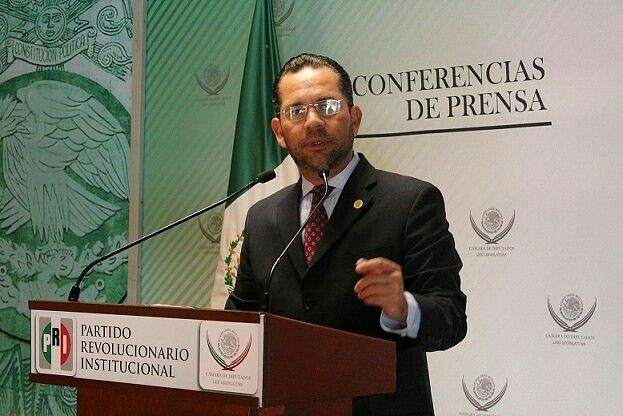 Se Suma @UCristopulos a Iniciativa para Reducir el Número de Legisladores Federales http://ow.ly/Vps1x