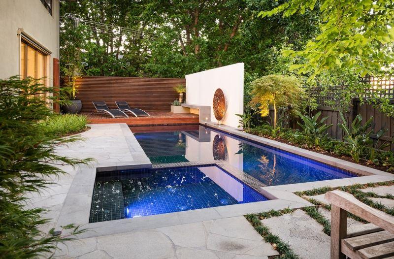 Charmant Sitzplaetze Im Garten Pool Mit Mauer Sichtschutz