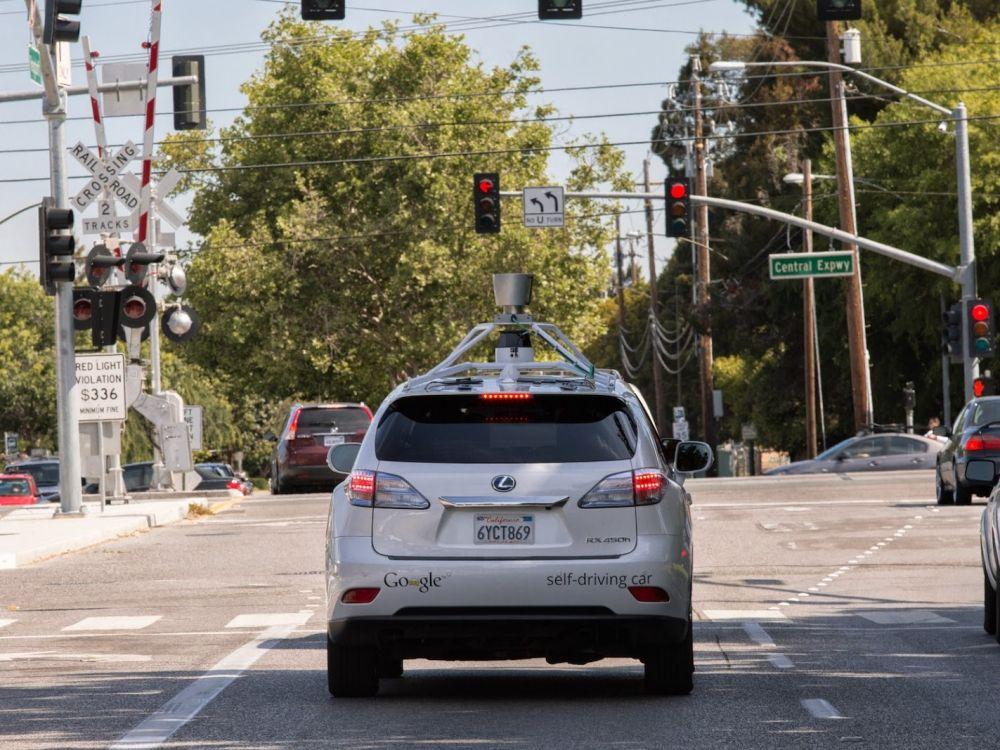 Google robottiauto oppii tunarien tavat.