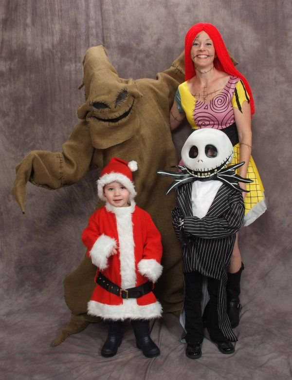 The Nightmare Before Christmas Family Costume. This is awesome ...