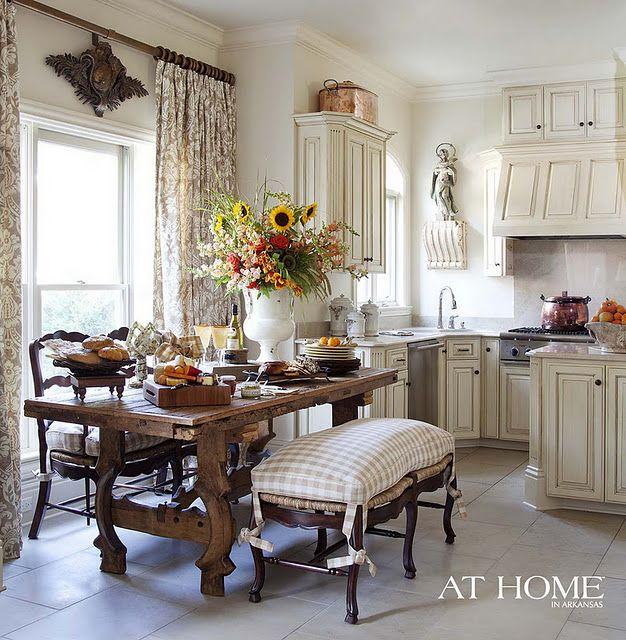 Cocina Blanca. Mesa de comedor en madera. Estilo Cottage ...