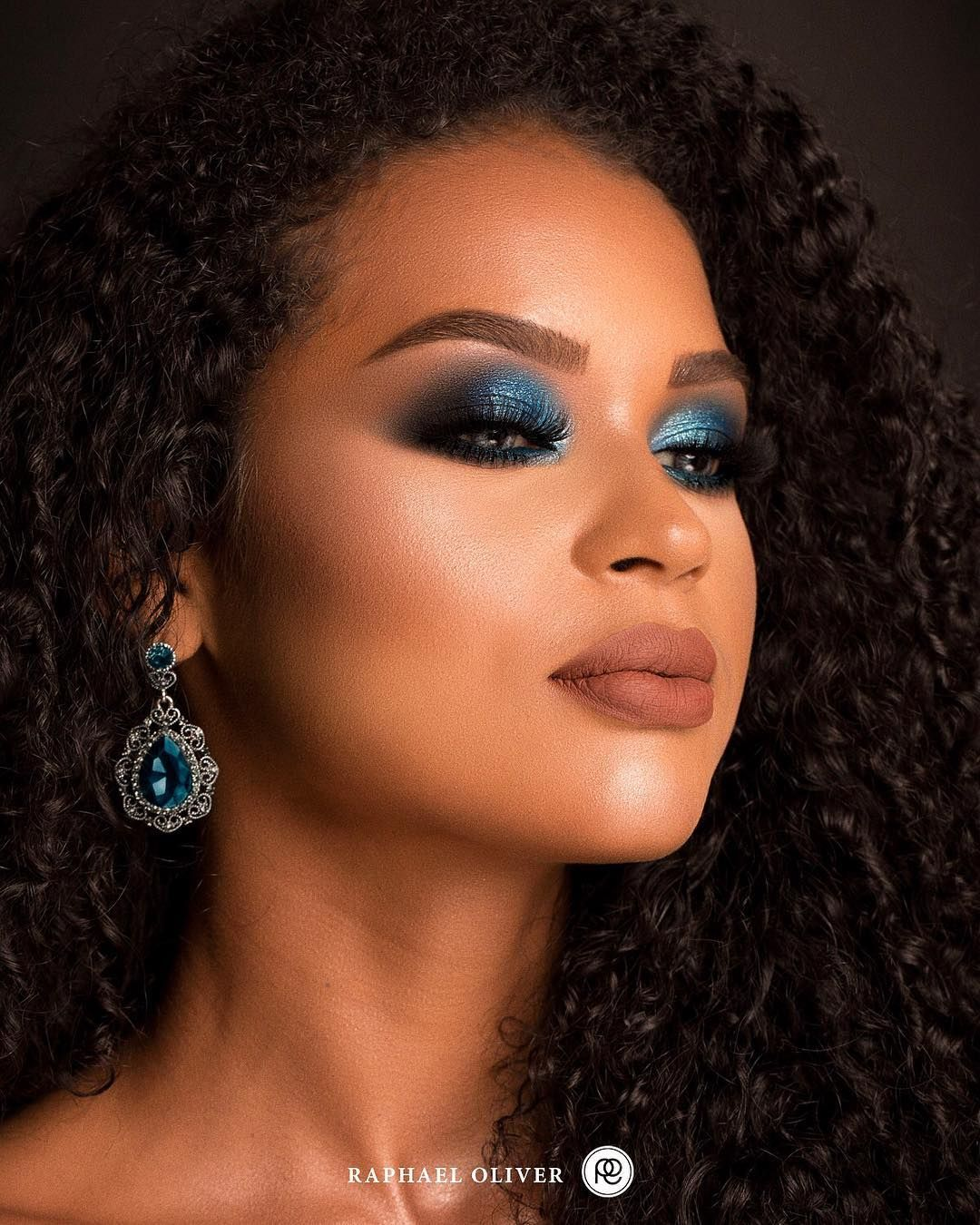 Blue Smokey Eyes Makeup On Dark Skin, Deep Skin Tone -2471