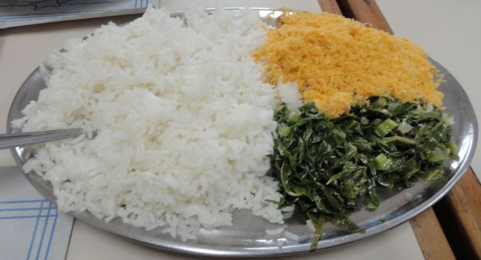 arroz farofa e couve