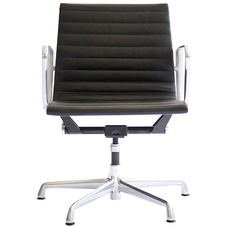 charles eames aluminum group chairs in 2018 studio work spaces rh pinterest com