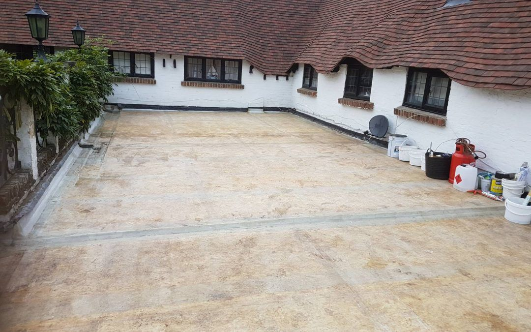 Hiring A Flat Roofer First Check 4 Facts About Flat Roofs Flat Roof Installation Roofing Options Flat Roof