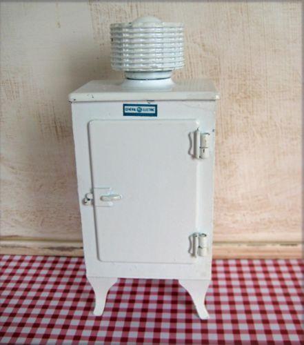 Dolls House Cast Iron Monitor Top Refrigerator 1:12 1920/'s Kitchen Furniture