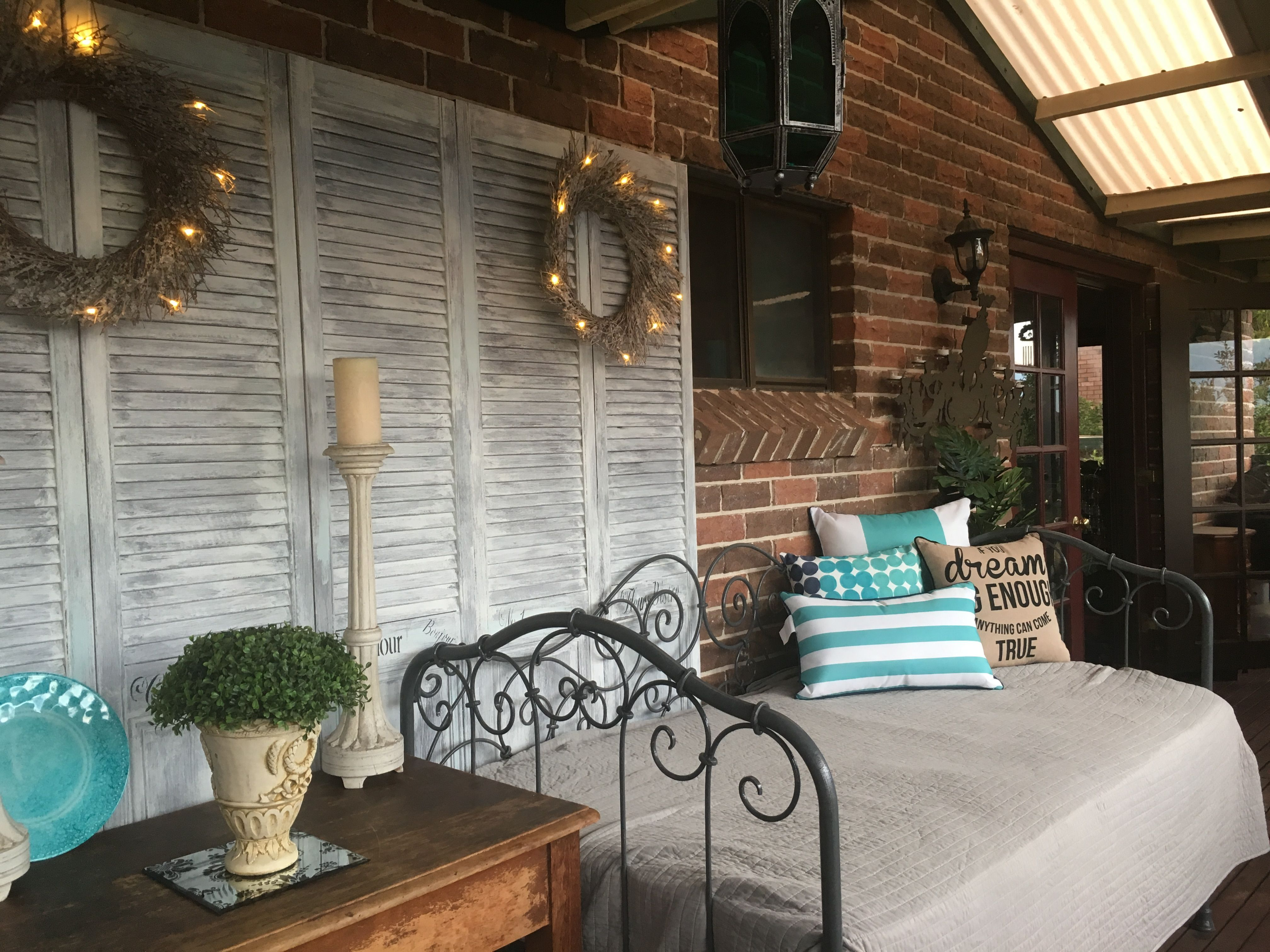 French fixer upper style patio