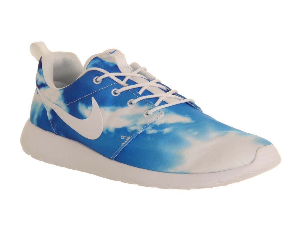 ed275ea71c1c Nike Roshe Run Blue sky QS Santa Monica Size 4 - 11.