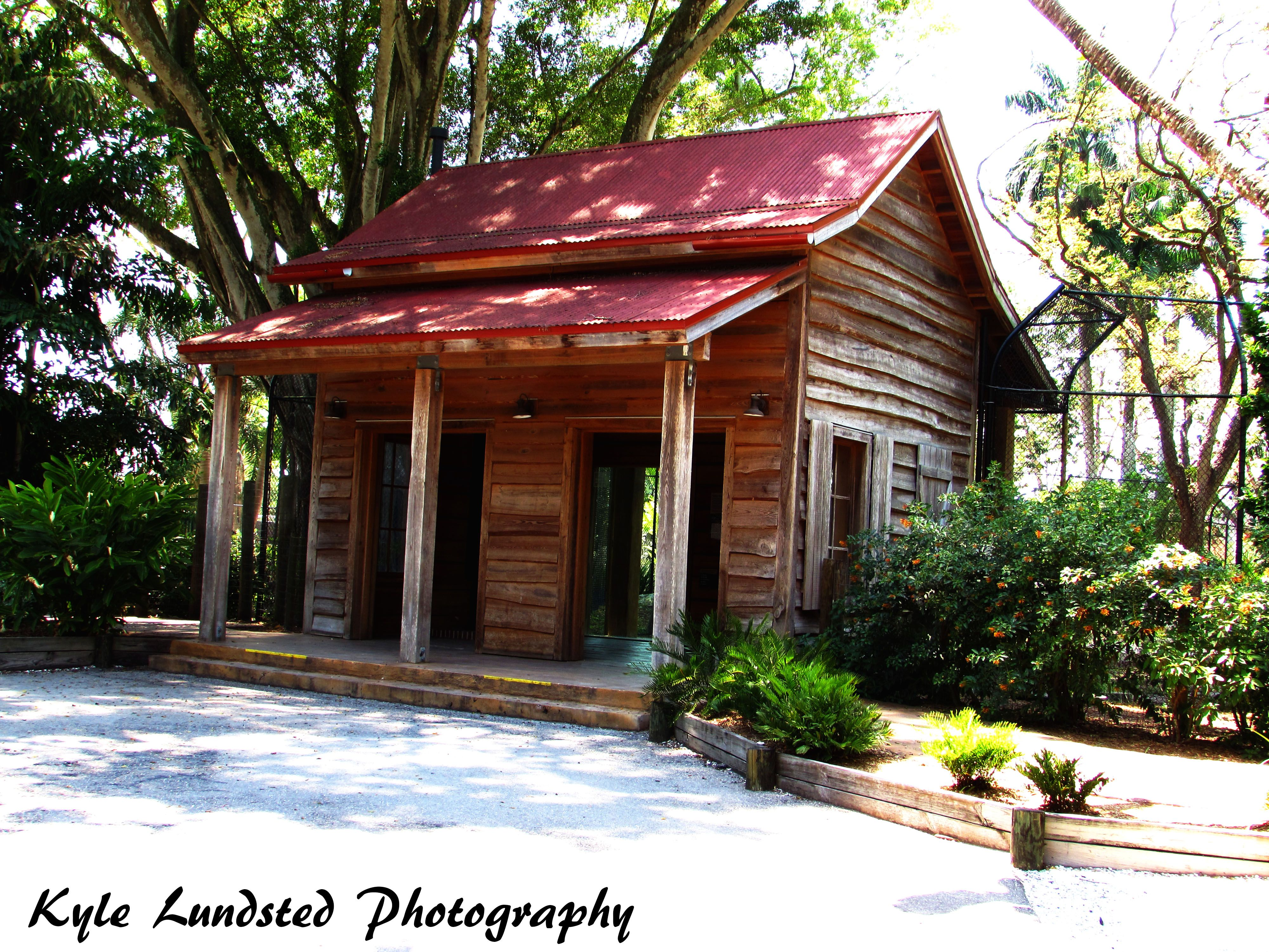 An old building at Naples Zoo taken by a Canon PowerShot SX510 HS