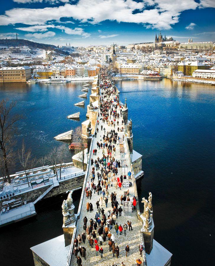 Snowy Charles bridge, Prague