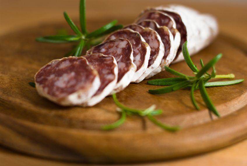 Saucisson sec maison cuisine et boissons en 2019 saucisson maison recette saucisson et - Faire du saucisson maison ...