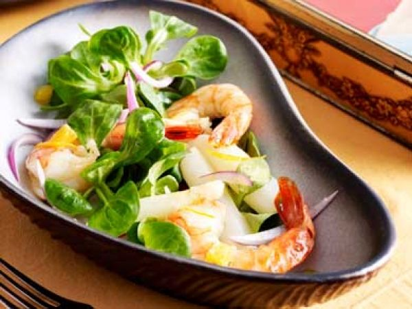 Salade van witte asperges met veldsla en scampi's - Libelle Lekker!