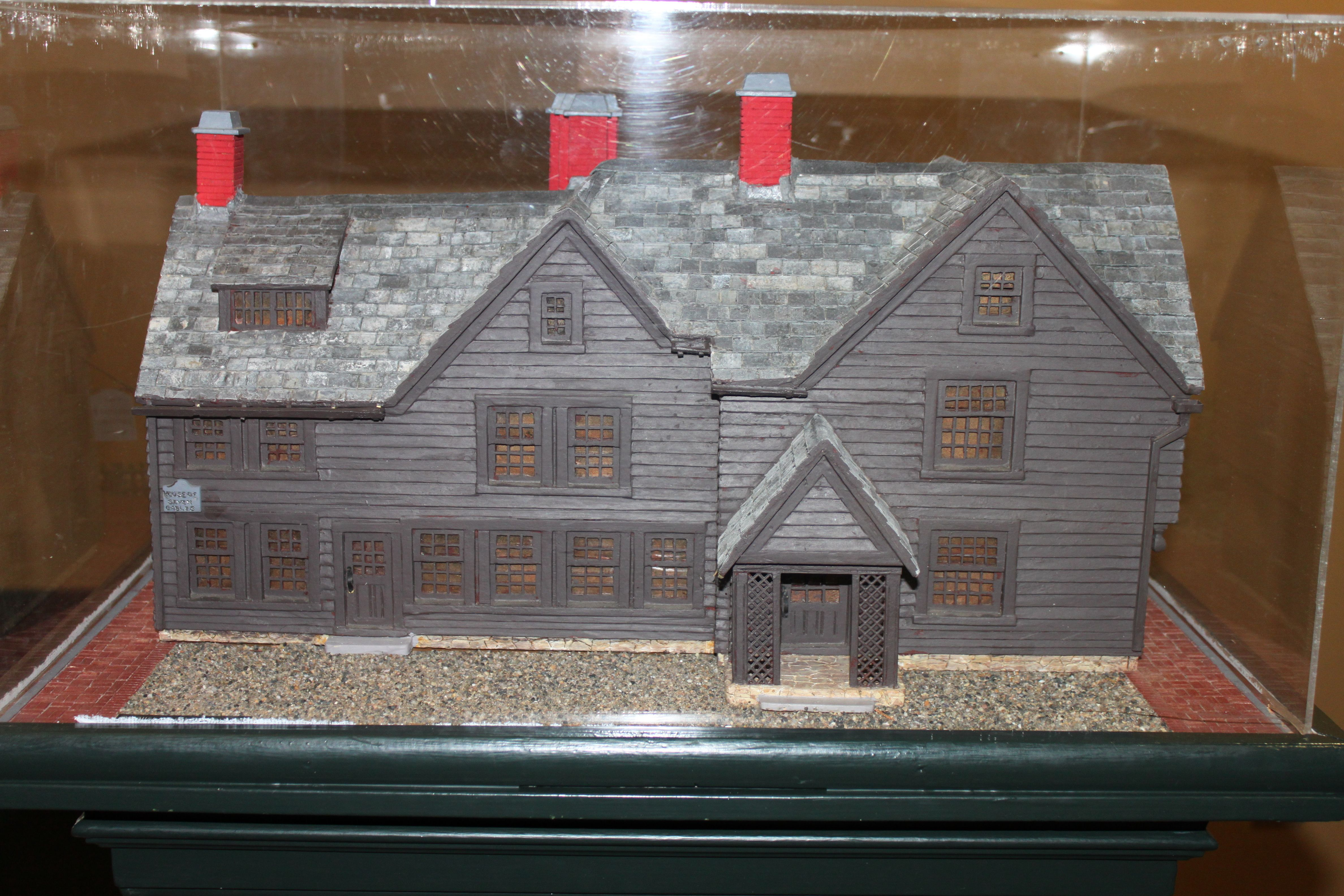 Model of the house of the seven gables inside the house for Www house com