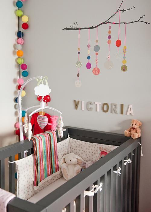 decoracin multicolor para la habitacin del beb