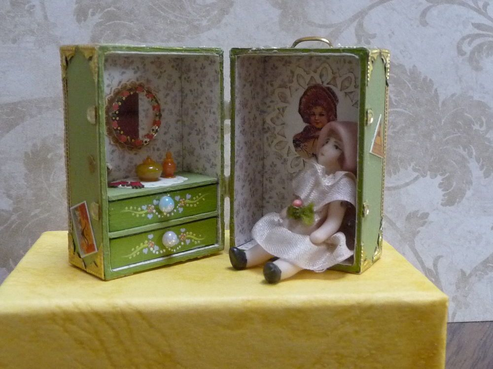 Adorable 1 inch scale miniature trunk with doll dolls