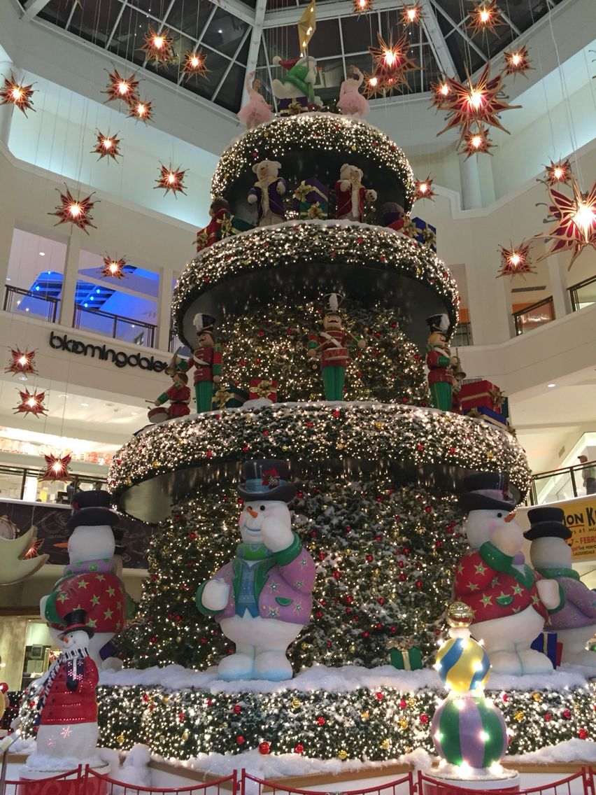 Time to start your holiday shopping! The Christmas Tree is up at the Aventura Mall. | Christmas ...