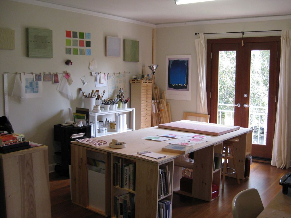 Art studio design ideas for small spaces workspace for Small studio furniture ideas