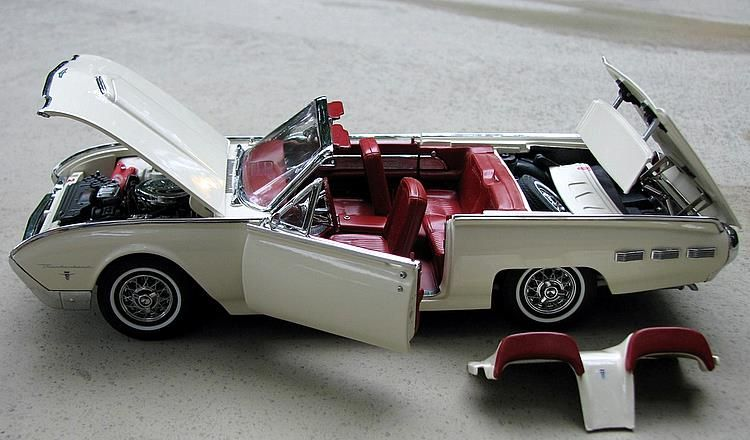 Danbury Mint 1:24 1962 Ford Thunderbird Sports Roadster Diecast Car