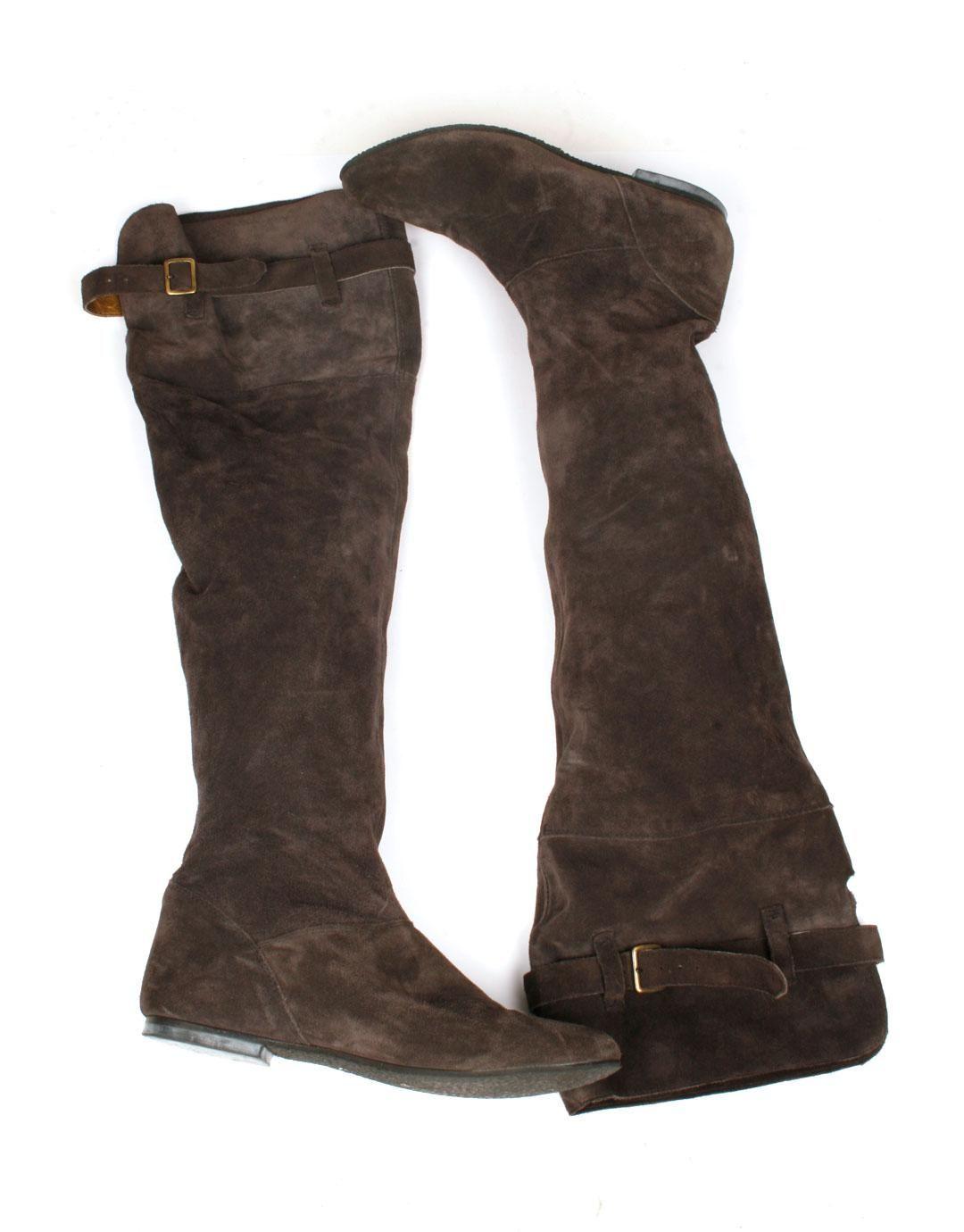 68edf42ac3f Botas altas por la rodilla tipo mosqueteras de piel blandita y con hebilla  en parte superior