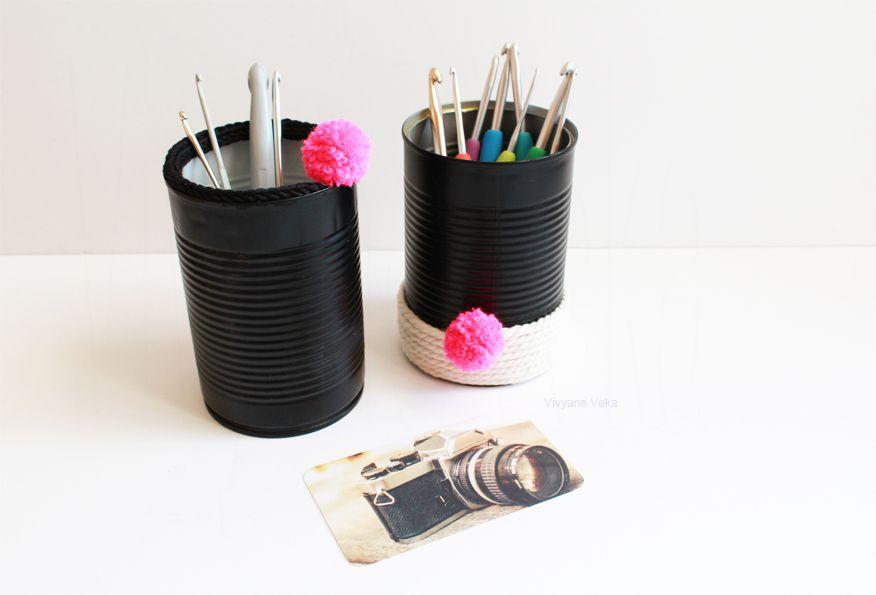 "Le DIY de la ""Pompons Girl"". DIY pots à crochet / DIY crochet pots. Upcycling tin cans. Pompoms"
