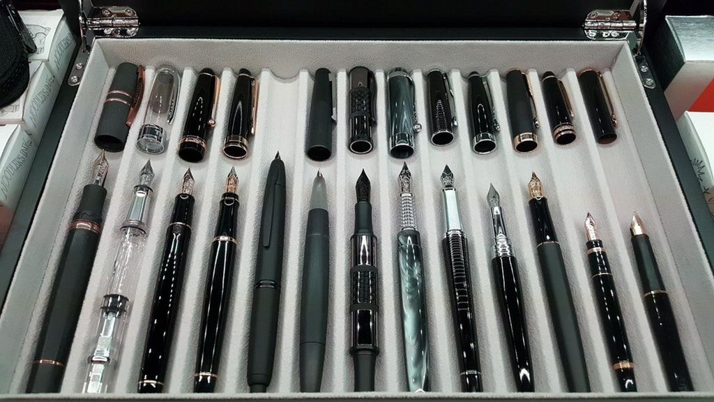 https://www.reddit.com/r/fountainpens/comments/81smf3/i_like_them_black_here_they_are_with_their_tops/
