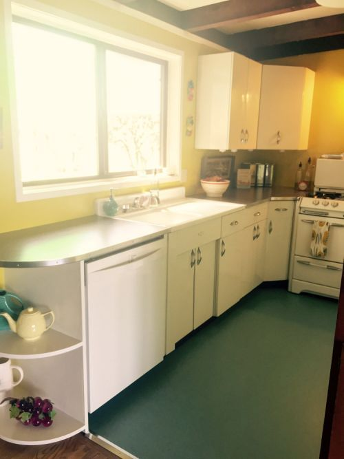 Youngstown kitchen cabinets share star billing with an O ...
