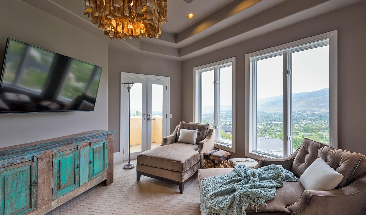 Extraordinary Utah Home: The master suite retreat offers some of the best views in all of Davis County from the sitting room (Bountiful, Utah)