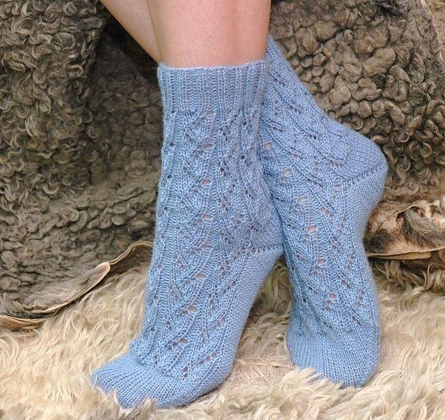 Вязание носков с рисунком спицами: схемы, описание и рекомендации