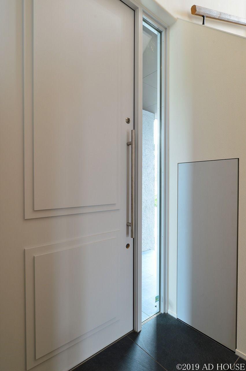 リゾート感溢れる中庭のある家 相生市 A様邸 玄関ドア 木製ドア