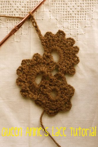 Really good Tut. for Queen Anne's Lace Scarf.  I really want to try this.