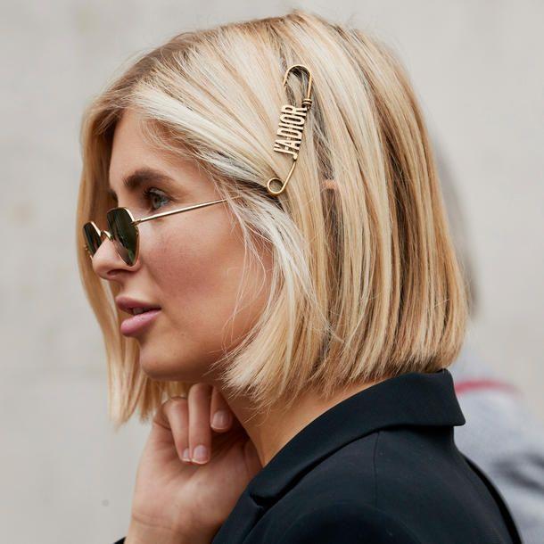 Frisuren Mit Haarschmuck Diese Hairstyles Mit Accessoires Sind So Angesagt In 2020 Mittellange Haare Frisuren Einfach Schone Frisuren Mittellange Haare Hubsche Frisuren