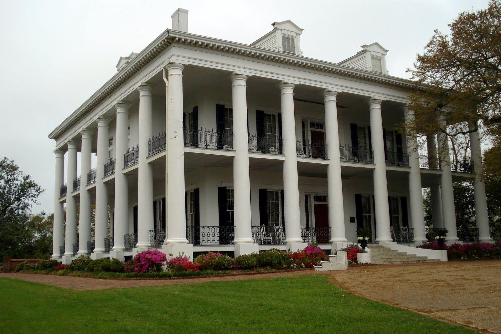 Mississippi antebellum plantation homes this plantation for Home builders ms