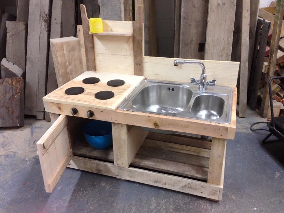 Pallet mud kitchen with sink mud kitchen pallets and sinks for Kitchen ideas using pallets