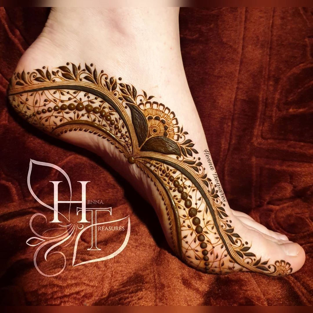 Queen Legs Henna Mehndi Designs Mehndi Creation In 2020 Henna Designs Feet Mehndi Designs Legs Mehndi Design