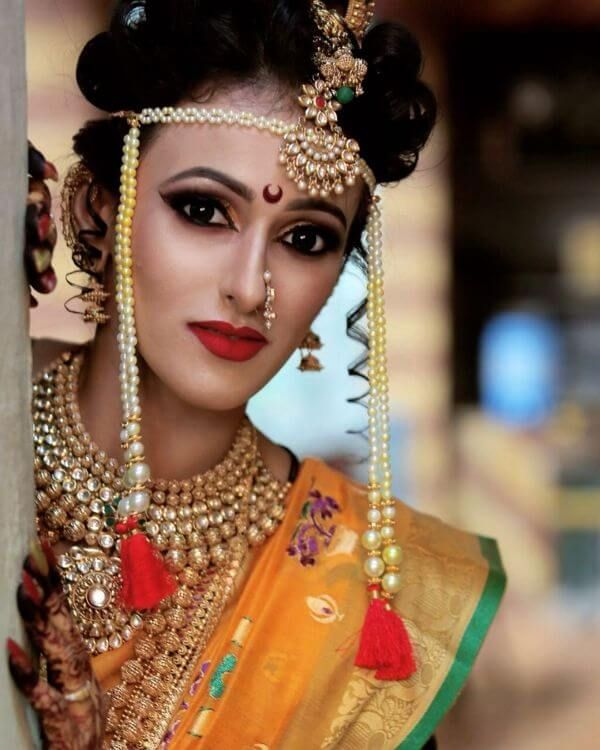 Marathi Bridal Look in Traditional Saree | Bridal looks, Traditional sarees, Floral accessories hair