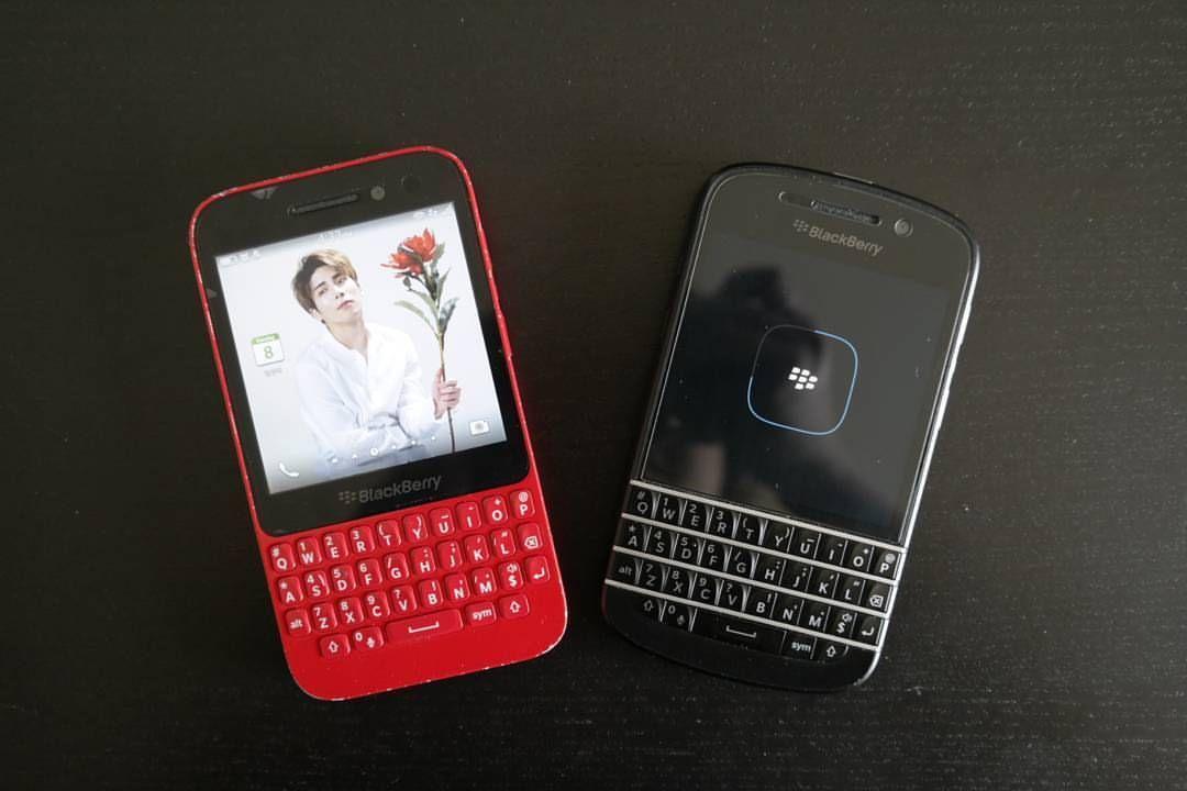 #inst10 #ReGram @h__hyem: 정신을 차리고 보니 핸드폰이 두개가 되었다 이것도 병 이라고 #blackberry #Q5#Q10 그리고#종현아사랑해 #BlackBerryClubs #BBer #BlackBerryPhotos #BlackBerryQ10 #Q10 #BlackBerry #BlackBerryQ5 #Q5