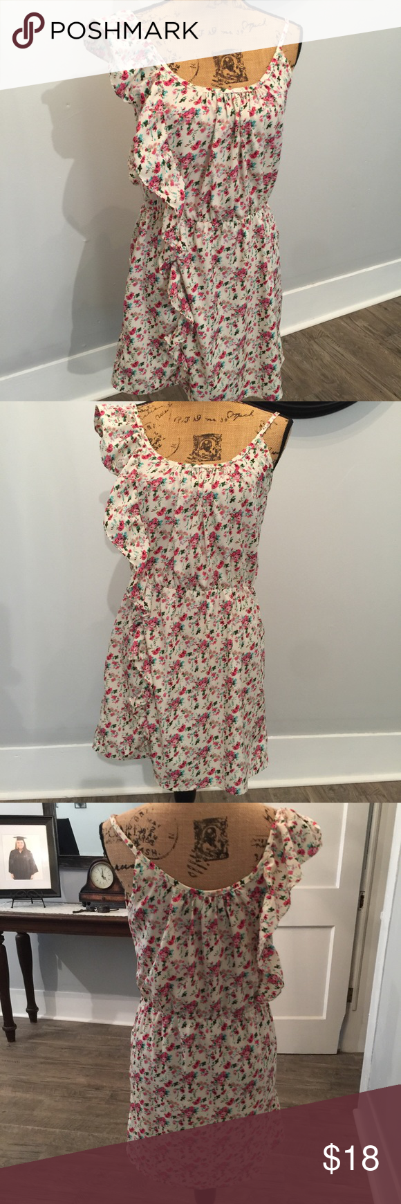 Adorable floral printed slip dress This is such a beautiful floral printed slip dress by Envy Me.. tag says XL but I'm going to say it fits like a L.. so pretty for this time of the year EnvyMe Dresses Mini
