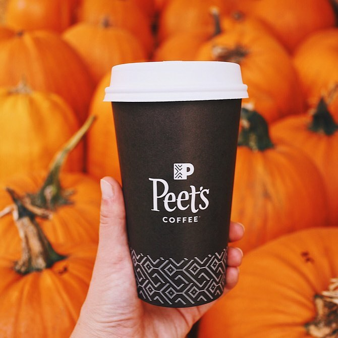Starbucks Vegan Pumpkin Spice Latte Has Yet To Make Its U S Debut Luckily The Coffee Bean T Vegan Holiday Drinks Holiday Drinks Vegan Pumpkin Spice Latte