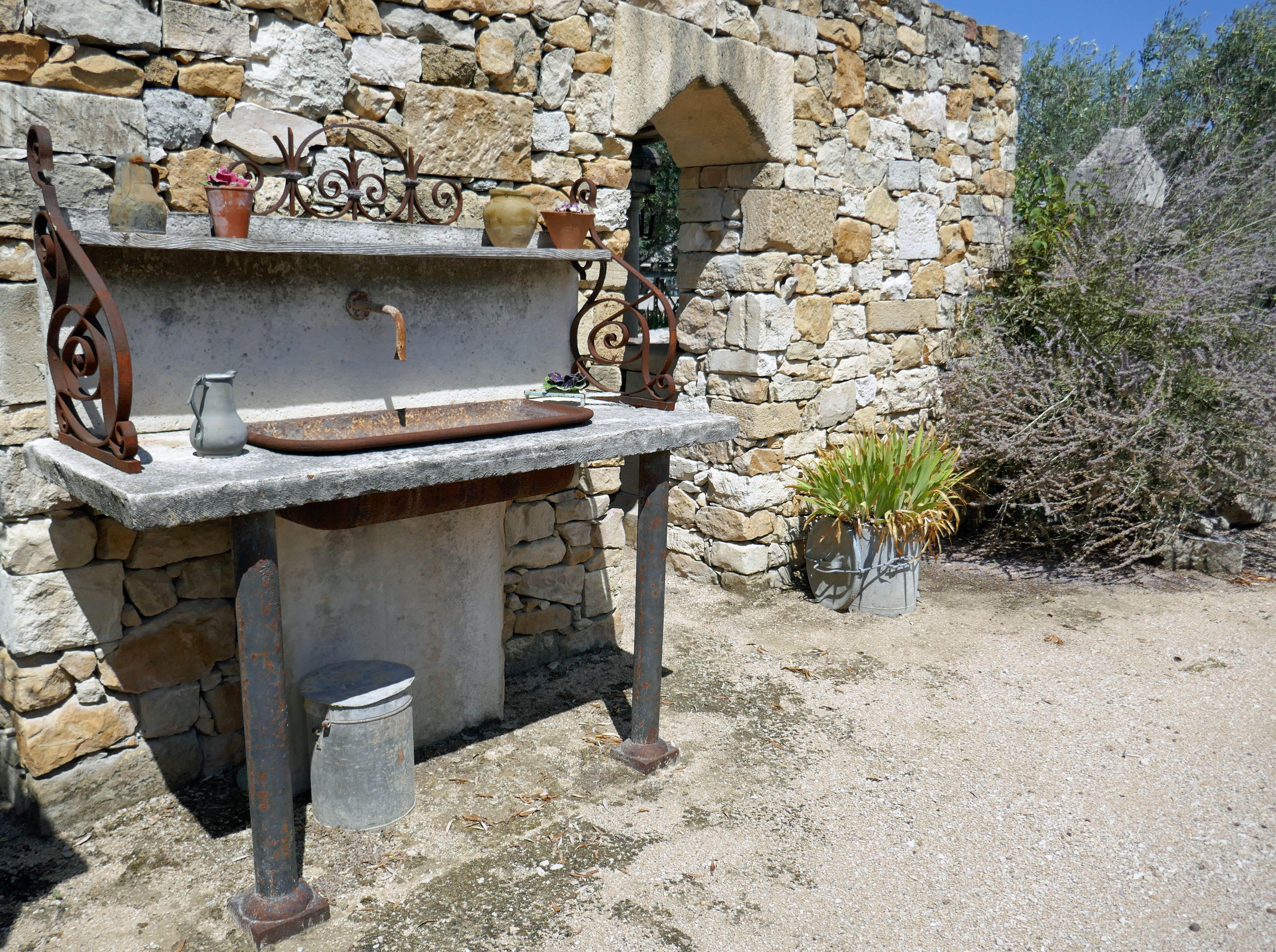 Barbecue En Pierre De Parement cette cuisine d'extérieur est une cuisine créée et
