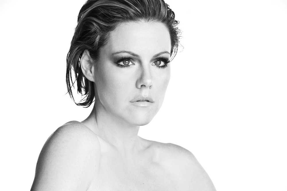 FRANCES: Kathleen robertson breast size